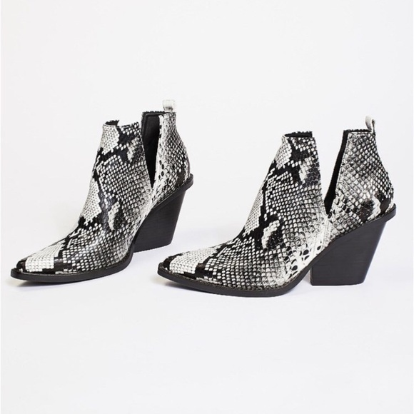 393843f08676 Jeffrey Campbell Shoes - Jeffrey Campbell Matterhorn Western Ankle Boots